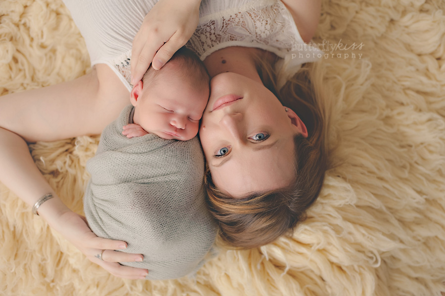 puyallup tacoma organic newborn bodhi mom and baby pictures