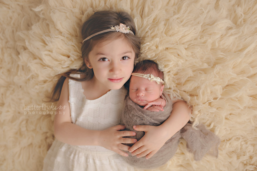 beautiful tacoma newborn baby pictures aniston with big sister sibling photographs