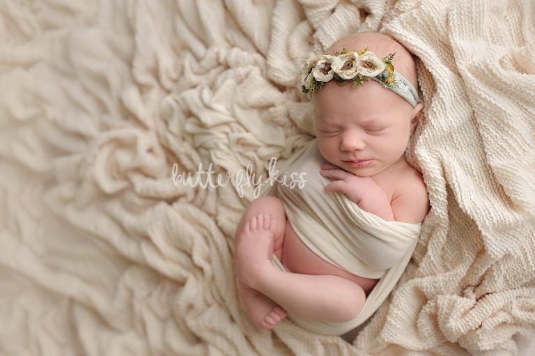 Bonney Lake Newborn Photographer Baby Elliot neutral