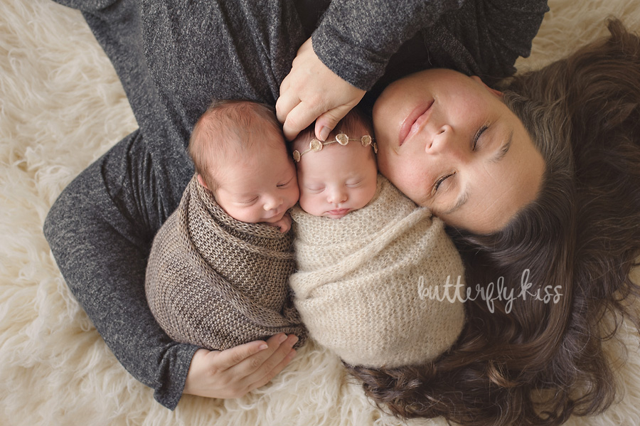 Puyallup Twin Photographer Newborn Twins mom