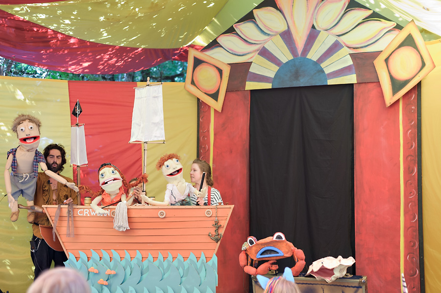 oregon country fair 2017 with kids puppet theater entertainment