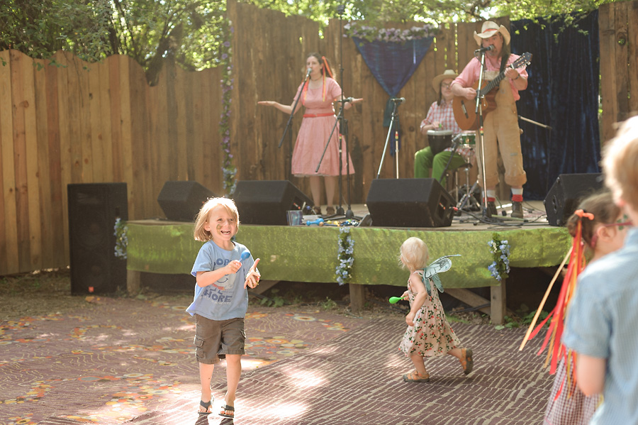 oregon country fair 2017 with kids music dancing