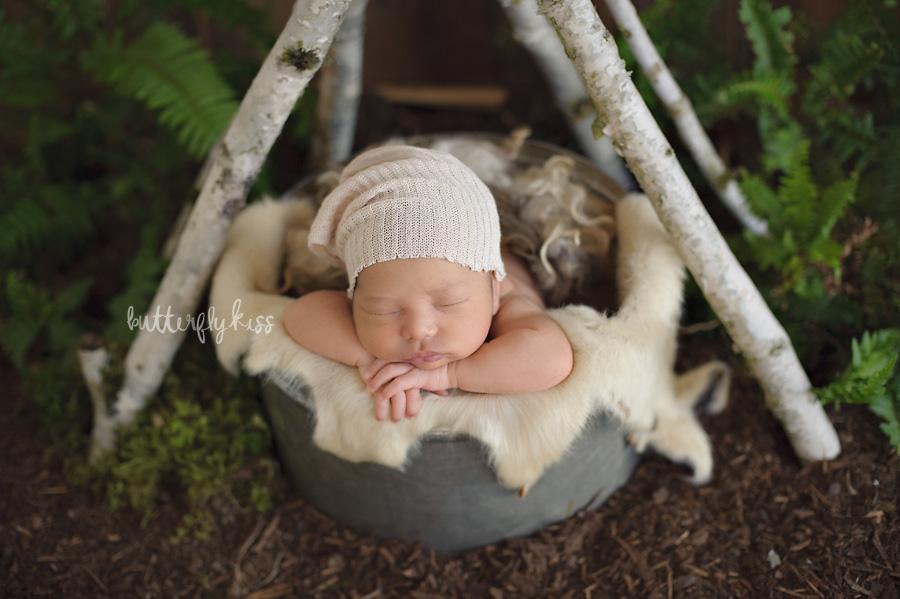 Tacoma newborn photographer baby tee pee woodland boho earthy rustic fern setup styling inspiration slouch hat