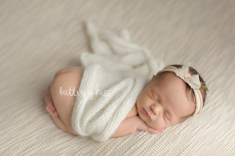 Tacoma newborn photographer classic neutral soft baby photography pictures tushie up
