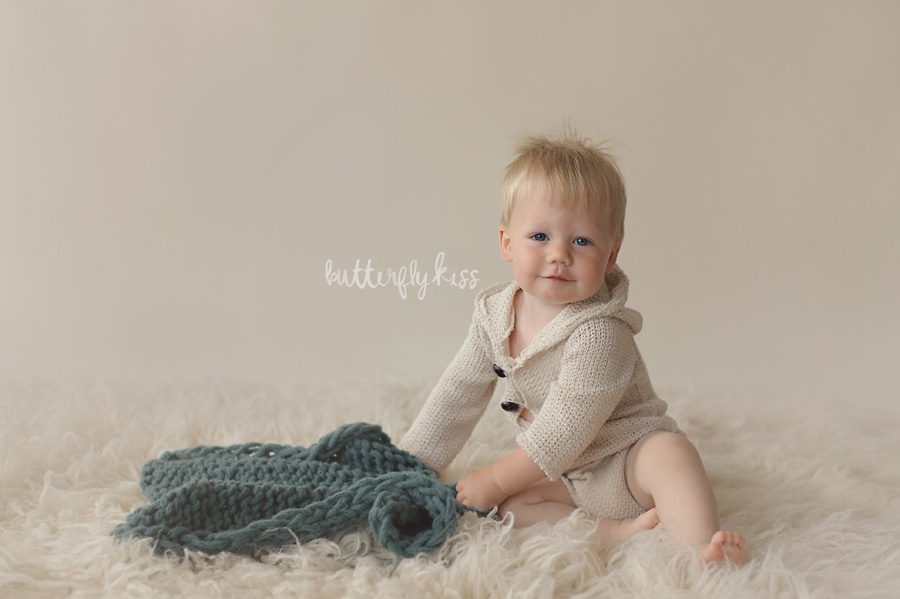 tacoma baby photographer classic simple first birthday pictures