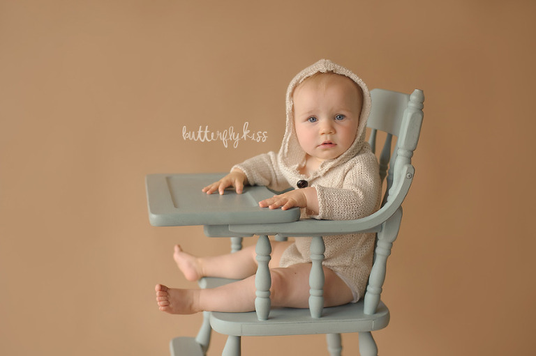 tacoma baby photographer classic simple first birthday pictures chalk paint blue vintage highchair prop
