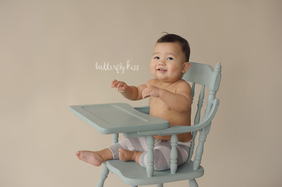 tacoma baby photographer classic simple first birthday pictures haooy highchair vintage blue chalkpaint