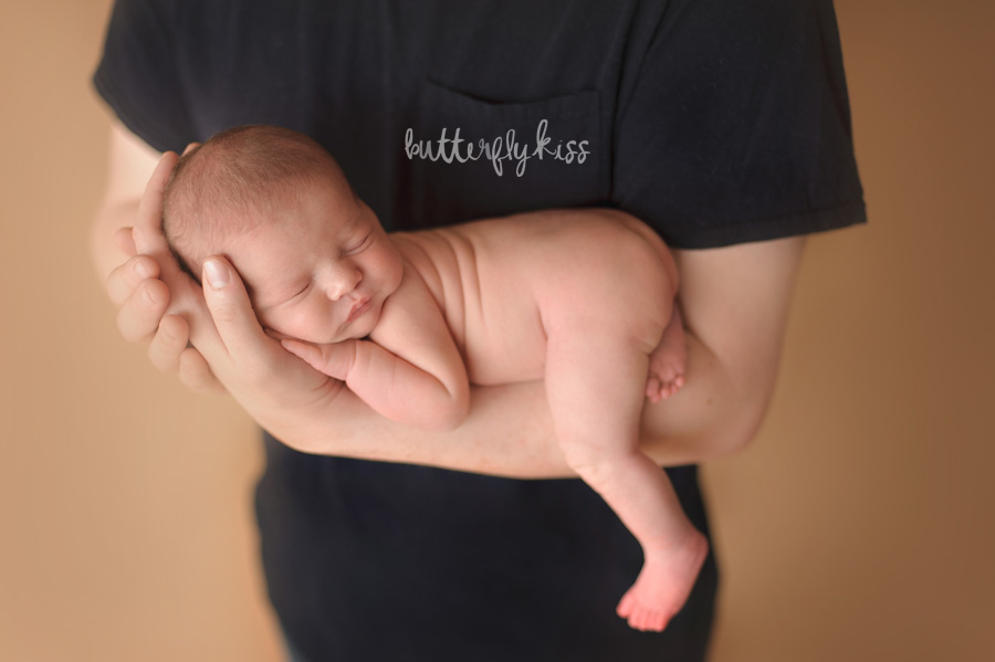 Tacoma newborn photographer Butterfly Kiss Photography baby Gwendolyn dad baby pose in dads arms