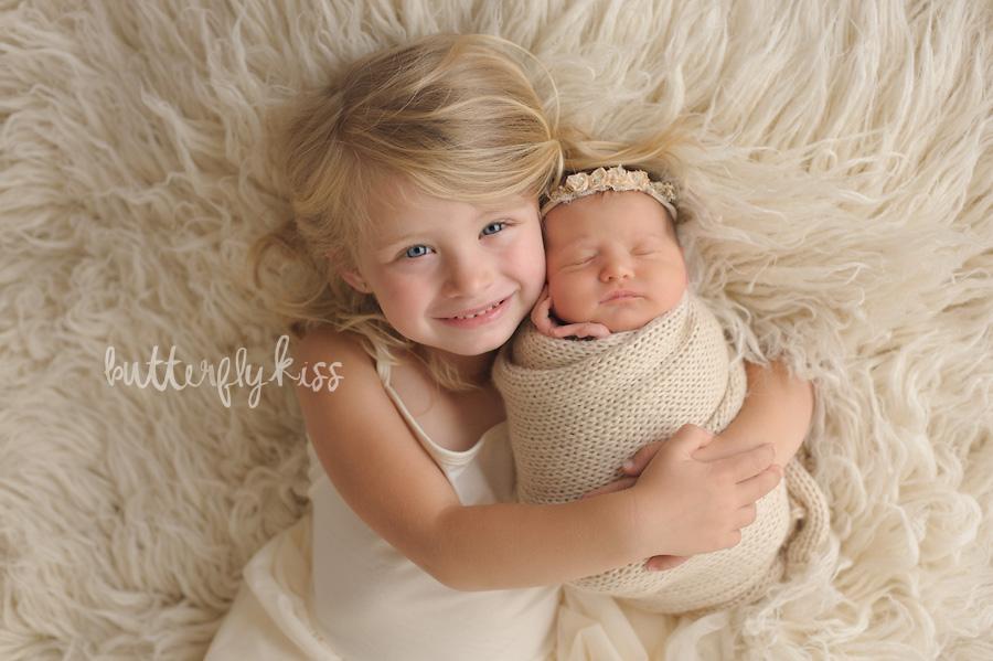 tacoma newborn photographer siblings
