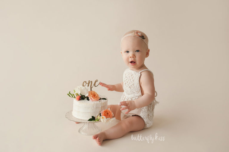 Cake smash session puyallup tacoma seattle baby girl naked cake flowers organic style