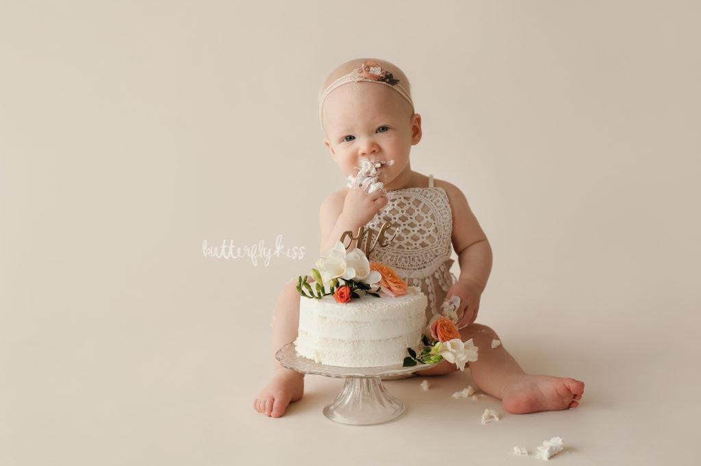 Cake smash session puyallup tacoma seattle baby girl naked cake flowers organic style
